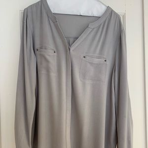 Like New Cute and Versatile Gray Top